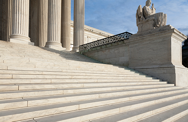 steps-and-statue-of-the-supreme-court-building-XP62244